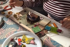 2. Atelier cornici specchio in ceramica