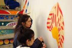 07. Si dipingono le scale. Foto Francesca Dondoglio